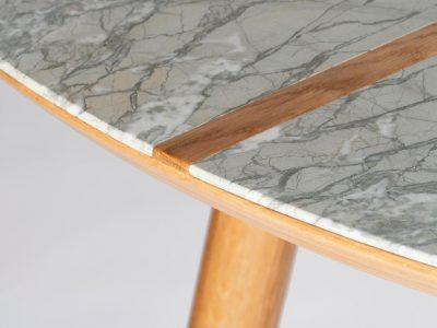 détail assemblage chêne marbre allégé